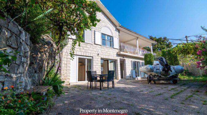 Old stone house for sale in Tivat