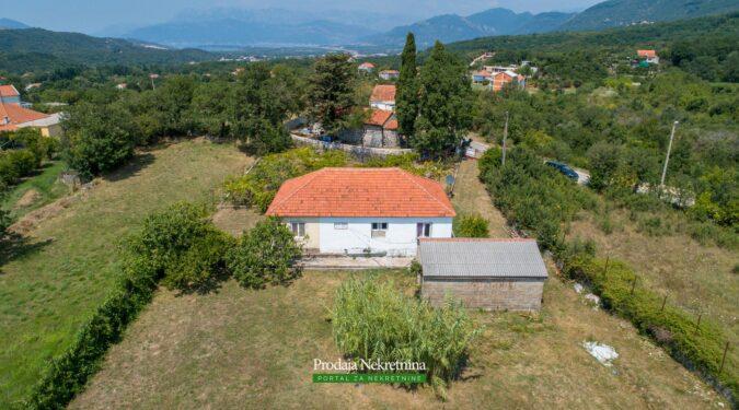 Prodaje se zemljiste u Kotoru