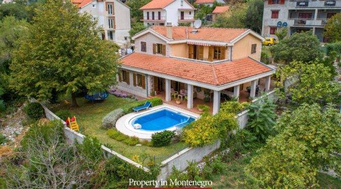 House wiht swimming pool for sale in Bay of Kotor