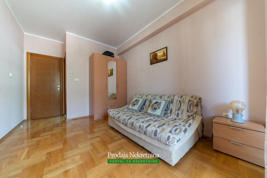 Trosoban stan u Budvi
