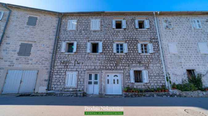 Kamena kuca na prodaji u Boki Kotorskoj