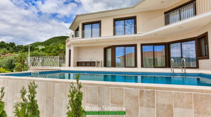 Prodaje se luksuzna vila u Tivtu