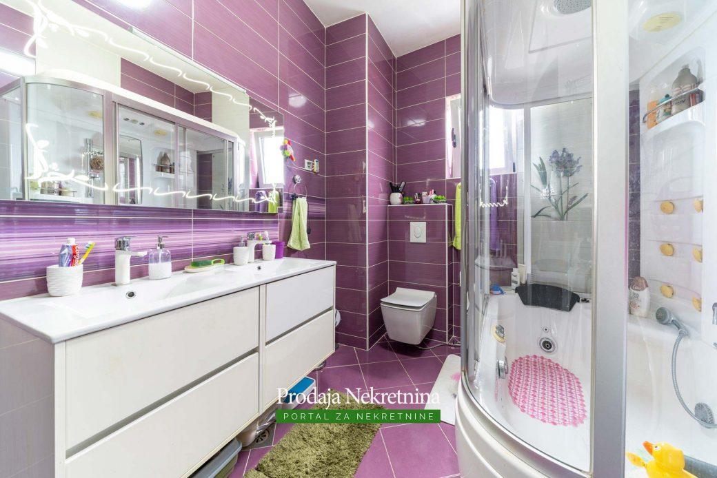 Prodaje se apartman u Rafailovicima