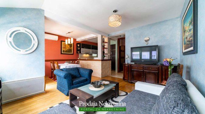 Prodaja se apartman u centru Tivta