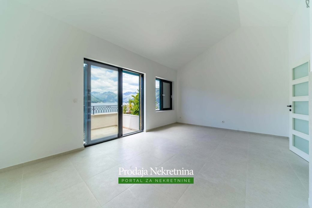 Penthouse for sale in Kotor Bay