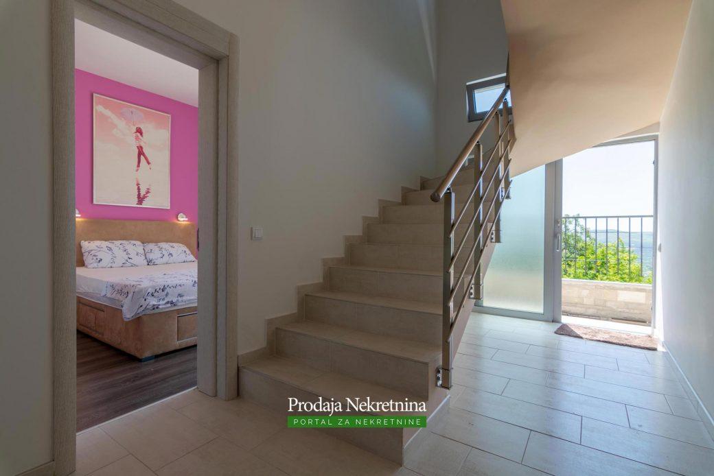 Prodaje se vila u Kotoru