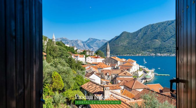 Two bedroom apartment for sale in Perast