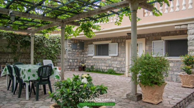 House for sale in Lustica