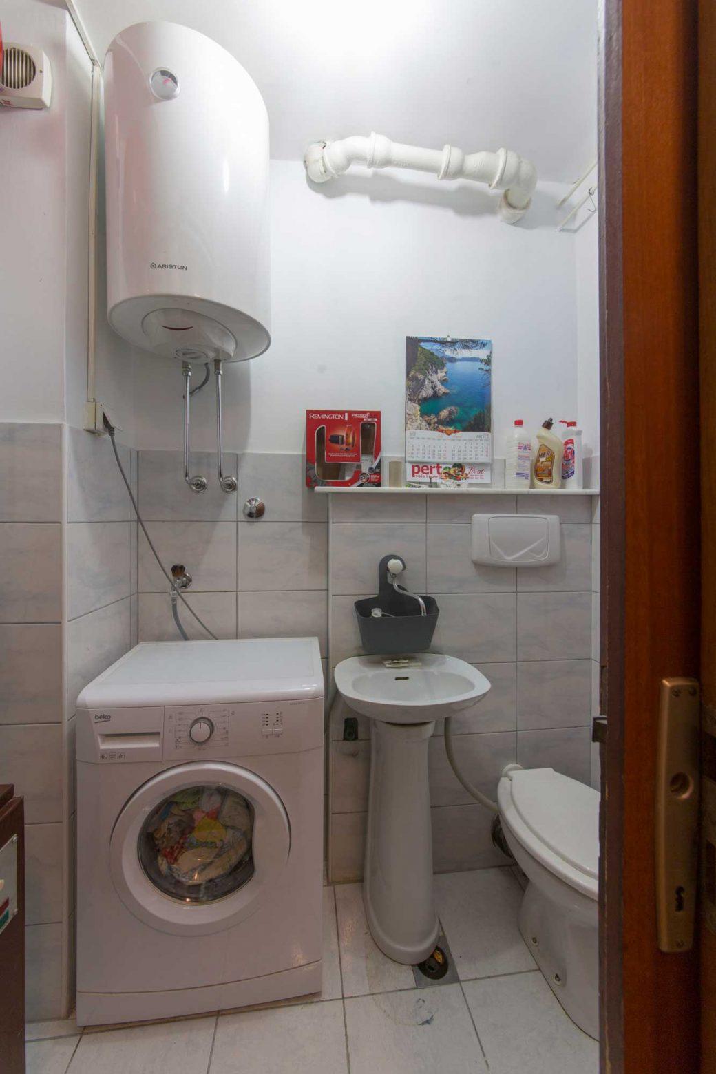 Trosoban stan u Tivtu