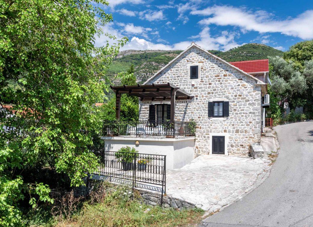 Renovirana kamena kuca u Tivtu