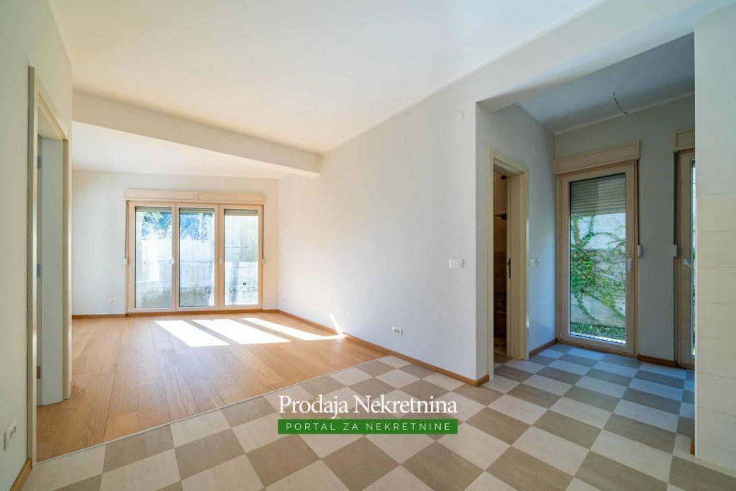 Prodaje se jednosoban apartman u Orahovcu