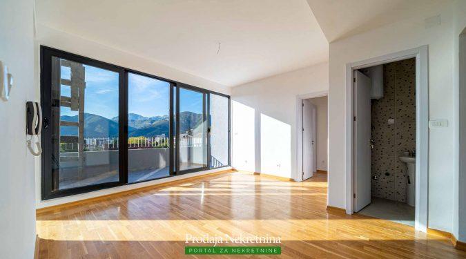 Penthouse sa pogledom na more u Tivtu