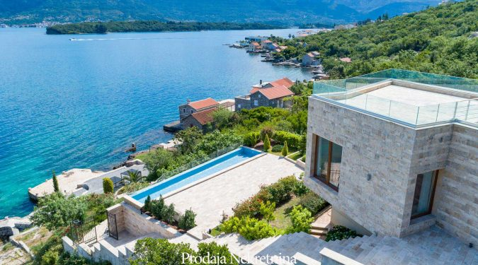 Seafront villa for sale in Tivat Bay