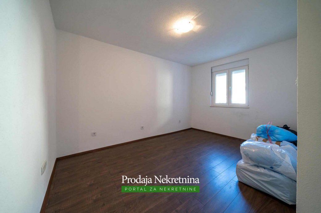 Apartman na prodaji u Risnu