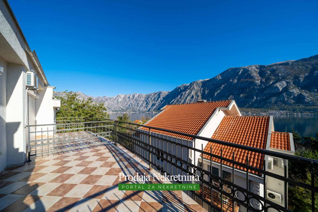 Two bedroom apartment for sale in Prcanj