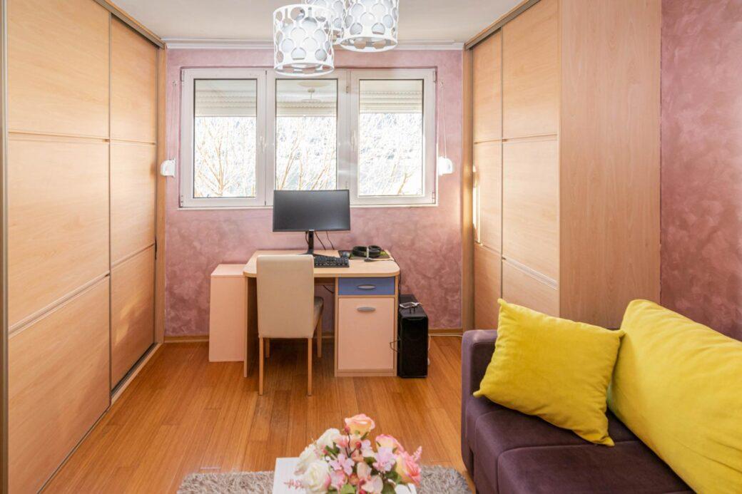 Prodaje se dvosobni apartman u Dobroti