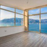 Prodaje se vila u Tivatskom Zalivu
