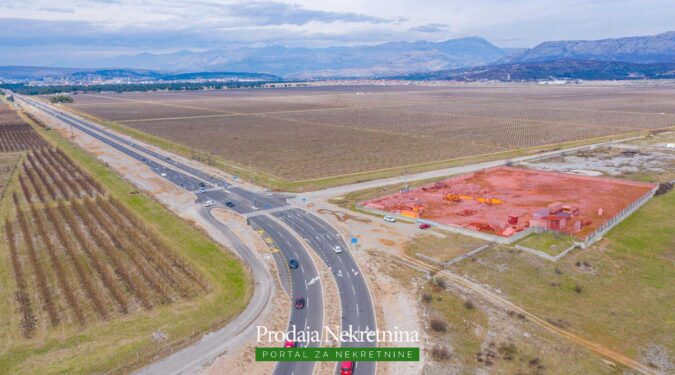Prodaje se zemljiste u Tuzi