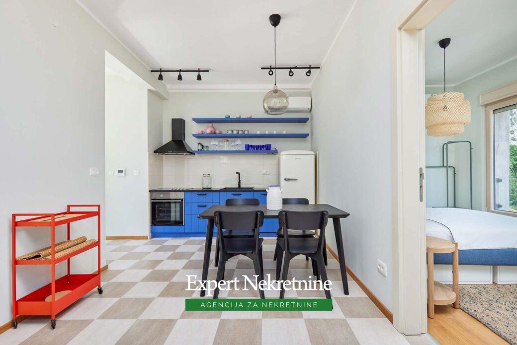 Prodaje se apartman u Orahovcu