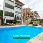 Prodaje se kuca sa bazenom u Boki Kotorskoj